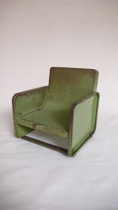 .love this green chair...very unique!!