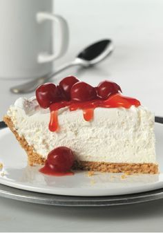 Fluffy Cheesecake – This no-bake, cherry-topped cheesecake recipe gets its amazing height from COOL WHIP Whipped Topping. You betcha. This is one dessert that's sure to dominate its holiday sweet treat competition. Fluffy Cheesecake, No Bake Cherry Cheesecake, Cheesecake Recipes, Classic Cheesecake, No Bake Cheesecake Recipe With Cool Whip, Jello No Bake Cheesecake, Philadelphia No Bake Cheesecake, Plated Desserts, Sweets