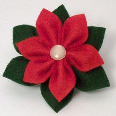 Poinsettia design at Christmas Yarn, Felt Christmas Ornaments, Christmas Projects, Christmas Poinsettia, Crochet Ornaments, Crochet Snowflakes, Christmas Angels, Christmas Bells, Felt Flowers