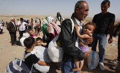 Siriani in fuga dal loro Paese attraversano il confine con la regione autonoma del Kurdistan iracheno, a nord dell'Iraq. (Reuters/Haider Ala)