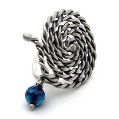 Oxidized Sterling Silver Ring with Spiral Twisted Wire. Handmade oxidized sterling silver ring with agate stone. Adjustable size.