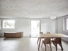 Située à Rümlang, non loin de Zurich en Suisse, cette maison cubique prend la succession d'un projet d'habitations pour les ouvriers débuté en 1948. Ce nou