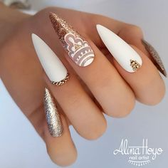 Do you want to try more bold and edgy nails? Then fine stiletto nails are your best choice. Check these amazing nail galleries together Stylish Nails, Trendy Nails, Cute Nails, Edgy Nails, Black Nails, Pedicure Nails, Gel Nails, Manicure, Nail Swag