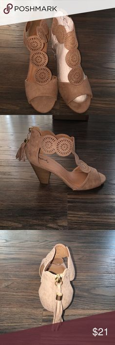 Dottie Couture Taupe Circle Cut-Out Heel NWT BRAND NEW SHOES!! Still in the box. Super cute!! Quipid Shoes Heels