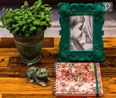Produtos exclusivos Patricia de Deus por Tropicale, cerâmica Simone Campos e porta-retratos.