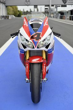 Honda WSBK Switches to 2013 Livery for Magny-Cours