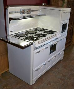 o'keefe & merritt town and country range (my old stove) miss it. Vintage Kitchen Appliances, Kitchen Stove, Old Kitchen, Kitchen Items, Kitchen Gadgets, Kitchen Decor, Kitchen Design, Kitchen Things, Old Stove