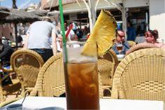 Im Mai schmeckt der Ananas Iced Tea in einer Strandbar von Lloret de Mar  ... #lloretdemar