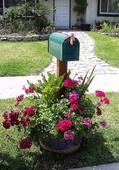 Pretty mailbox by MaryLou Heard's Garden Tour 2008 on Flickr...!!! Love this!!!