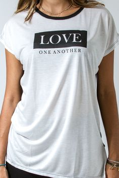 Camiseta gospel feminina - Love one another