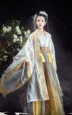 Chinese Tang Dynasty Court Princess Historical Costumes Ancient Goddess Hanfu Dress Traditional Woman Apparels Traditional Fashion, Traditional Dresses, Traditional Chinese, Oriental Fashion, Asian Fashion, Chinese Clothing, Chinese Dresses, Hanfu, Geisha