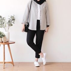 Hijab Fashion Summer, Modest Fashion Hijab, Modern Hijab Fashion, Street Hijab Fashion, Smart Casual Outfit, Casual Hijab Outfit, Hijab Fashion Inspiration, Muslim Fashion, Casual Outfits