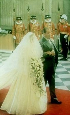 Lady Diana Spencer & her Father Earl Spencer, Walking his Daughter down the Isle on her Wedding Day. Diana Wedding Dress, Princess Diana Wedding, Prince And Princess, Princess Of Wales, Royal Princess, Lady Diana Spencer, Spencer Family, Royal Brides, Royal Weddings