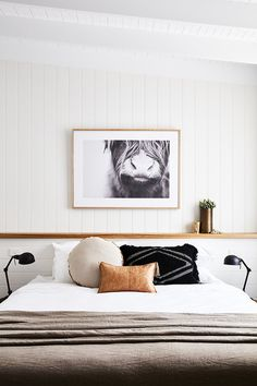 20 Neutral Bedroom Design and Decor Ideas to Add Simplicity and Charm to Your Bedroom - The Trending House Minimalist Bedroom, Modern Bedroom, Master Bedroom, White Bedrooms, Bedroom Black, Natural Bedroom, Minimalist Design, Simple Bedrooms, Masculine Bedrooms