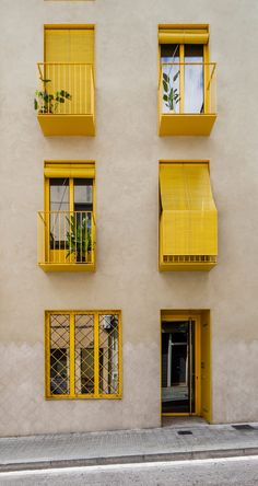 Anna and Eugeni Bach create Barcelona apartment building with bright yellow balconies Contemporary Architecture, Interior Architecture, Architecture Details, Residential Architecture, Arch Interior, Patio Interior, Terrace Building, Clad Home, Barcelona Apartment