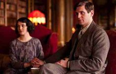 Downton Abbey season 3 episode 1. Lady Sybil Branson (Jessica Brown Findlay) and her husband Tom Branson (Allen Leech), a former chauffeur to the Crawley family becomes a journalist in Ireland.
