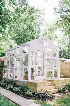 25 idées et plans de serre bricolage - Diy Greenhouse Plans, Backyard Greenhouse, Greenhouse Wedding, Homemade Greenhouse, Cheap Greenhouse, Shabby Chic Greenhouse, Pallet Greenhouse, Window Greenhouse, Mini Greenhouse