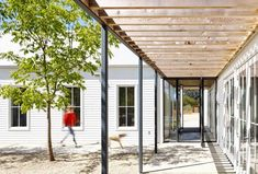 white modern house exterior gravel courtyard breezway steel posts mountain home cococozy nick noyes architecture