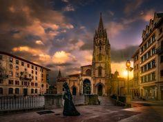 Ana Ozores pasea su soledad por las calles de Vetusta by Jose Luis Mieza on 500px