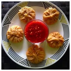One of my closest and best friends from college, Siddhi absolutely loves momos! Considering she was born and brought up in Nepal, I'm not too surprised  She really made me fall in love with this d...