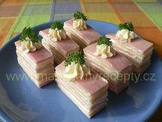 Švýcarské sýrové řezy Snacks Für Party, Party Desserts, Wedding Appetizers, Czech Recipes, Party Platters, Tasty, Yummy Food, Catering Food, Love Food