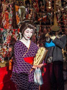Asakusa Toshi no Ichi 6/11 Asakusa geisha (in this case, the lovely Atzuha-san) always drop by the area's major events -and people always line up to take their picture. #Asakusa, #Toshi, #Ichi, #geisha December 18, 2014 © Grigoris A. Miliaresis