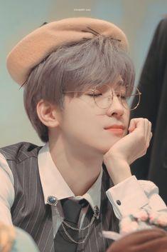 alone with the stars in the sky Woozi, Mingyu Wonwoo, Seungkwan, Mingyu Seventeen, Seventeen Debut, Seventeen Memes, Hip Hop, Monsta X, K Pop