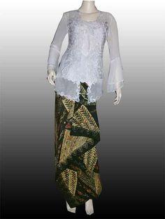 Embroidery kebaya and fine maduranese batik. Visit us in www.butikgayaku.com or FB page : Butik Gayaku