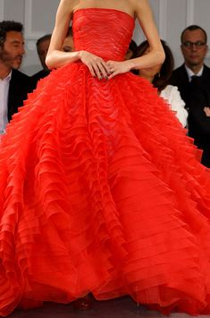 Christian Dior haute couture orange-y/red sleeveless, poofy-skirted layered ball gown! Red Fashion, Couture Fashion, Petite Fashion, Curvy Fashion, Fall Fashion, Fashion Models, Style Fashion, Beautiful Gowns, Beautiful Outfits