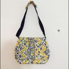 NWT $118 Vera Bradley Baby Diaper Bag With tags Vera Bradley Baby Diaper Bag in Go Go Wild! Comes with matching Changing pad Vera Bradley Bags Baby Bags