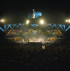 Photo of a Queen lighting rig