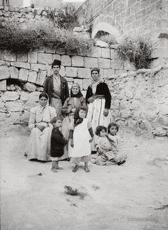 Native Family: Nazareth, Palestine Palestine never existed? Palestine History, Israel Palestine, Jewish History, Palestine People, Old Pictures, Old Photos, Terra Santa, Naher Osten, Arab World
