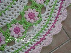 Tutoriel pour un tapis rond crocheté en brides... Crochet Round, Knit Crochet, Newborn Crochet Patterns, Round Rugs, Carpet, Lily, Bride, Blanket, Deco