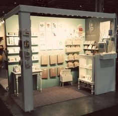 Pin by lauren hastings on small trade show booth inspiration in 2019 витрин Craft Booth Displays, Shop Window Displays, Craft Booths, Display Ideas, Jewelry Booth, Jewellery Display, Trade Show Booth Design, Exhibit Design, Market Stalls