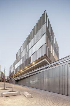edifici plurifamiliar   multifamily building - manresa - lola domènech - 2012 - photo adrià goula