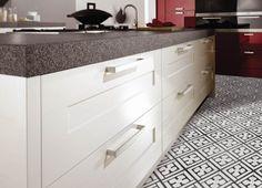 Neocim-malliston keraamiset laatat ovat saaneet inspiraationsa viktoriaanisen ajan koristeellisista lattialaatoista. Värisilmä,  http://kauppa.varisilma.fi/laatat/lattialaatat/neocim/ #laatta #laattalattia #keittio