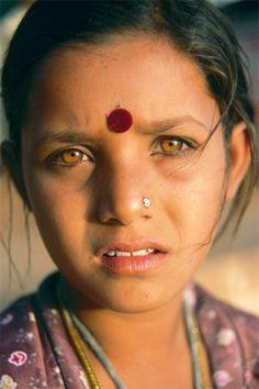 Gypsy Girl, Pushkar, India. Such beautiful eyes.