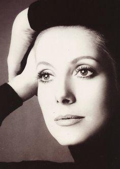 Catherine Deneuve di Richard Avedon (per Chanel 5, 1972)