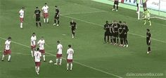 Free-kick masterclass: Germans Rot-Weiss Essen wrongfoot their opponents from set-piece Soccer Gifs, Soccer Memes, Play Soccer, Soccer Stuff, Lionel Messi, Fc Barcelona, Football Movies, Funny Football, Football Training Drills