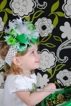 OTT St. Patricks Day Hair Bow! So cute! Glad I can just make this myself rather than buying it for 75% more!! ;)