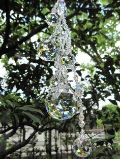 スワロフスキーのクリスタルガラスを複数組み合わせて制作した、ロングサンキャッチャーです。 ハンドメイド、手作り、手仕事品の通販・販売・購入ならCreema。