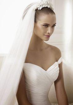 pronovias-2015-wedding-dresses-BENA_D