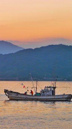 24 Oct. 6:31 日の出を待つ博多湾です。 ( Morning  at Hakata bay in Japan )