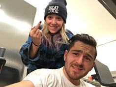 I love these people😂 Jenna doing my hair Julien Solomita, Jenna And Julien, I Miss My Mom, Mom And Dad, Good Mythical Morning, Perfect People, Dan And Phil, Robert Pattinson, Celebrity Couples