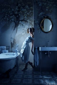 A dream in the bathroom, processing by Selina De Maeyer.