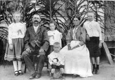 Anthonie Johannes Rozenberg en Gerritje Loor. Boeroe's in Suriname. Lees de Fos Ten Tori's van Evert Vermeer. Klik foto.
