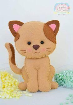 Aprenda dicas preciosas para fazer qualquer modelo de gato de feltro e veja os melhores moldes da internet! Felt Christmas Decorations, Felt Christmas Ornaments, Cat Crafts, Animal Crafts, Felt Patterns, Stuffed Toys Patterns, Chat Crochet, Felt Cat, Felt Dolls