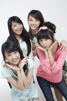 Elaine Hartanto, Shania Gracia, Sofia Meifaliani, Chikita Mamesah #JKT48 #AKB48
