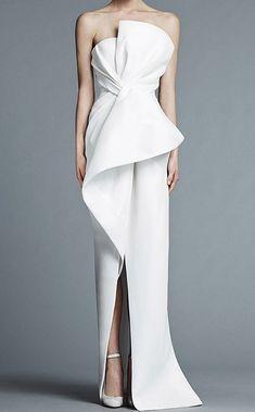 Dress white elegant haute couture 64 ideas for 2019 Trendy Dresses, Elegant Dresses, Beautiful Dresses, Nice Dresses, Fashion Mode, Couture Fashion, Runway Fashion, Fashion Art, Trendy Fashion