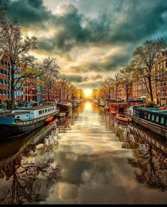 Amsterdam Canals, I Amsterdam, Full Hd Pictures, Nature Pictures, Blur Background In Photoshop, Sky Aesthetic, Travel Photos, Travel Tips, The Dreamers